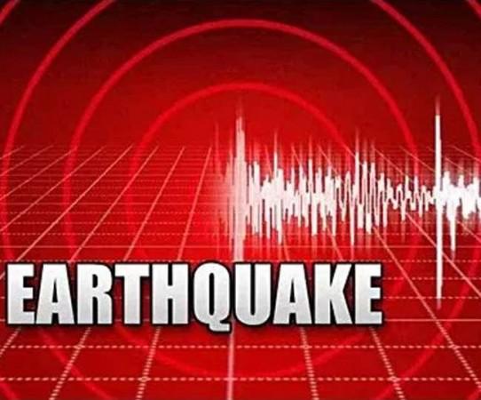 भूकंप के झटके महसूस होने पर इस तरह बचाएं अपनी जान