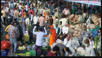 Indore: Full lockdown imposed, terrified people run to market at night