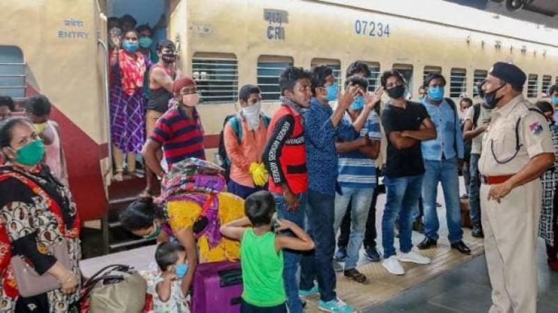 लॉकडाउन 4.0: अगर आपके पास है रेल या प्लेन का टिकट, तो नहीं होगी कर्फ्यू पास की जरुरत