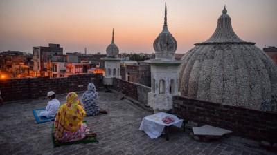 Eid-ul-Fitr 2020: Indian muslims waiting for moon
