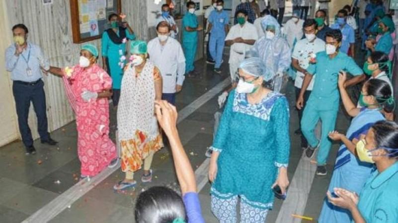 अब अस्पताल में मोबाइल का इस्तेमाल नहीं कर सकेंगे कोरोना के मरीज, योगी सरकार का आदेश