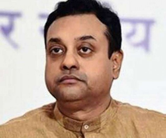 भाजपा नेता संबित पात्रा में दिखे ...
