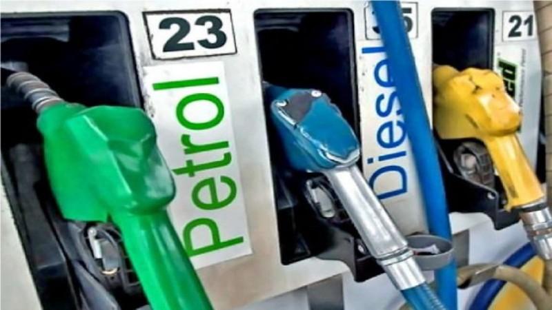 लगातार वृद्धि के बाद थमी पेट्रोल-डीजल की कीमत, जानिए आज का दाम