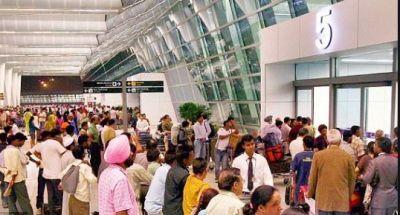 दिल्ली एयरपोर्ट में लावारिस बैग मिलने से यात्रियों में मचा कोहराम