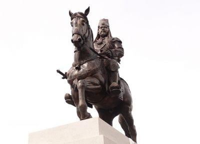Statue of King Singe Nangyal unveiled in Leh, Symbol of Ladakh's history