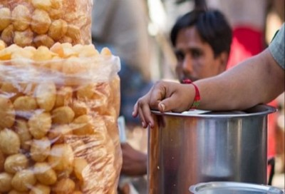 This famous 'Panipuri' seller caught red-handed selling toilet water