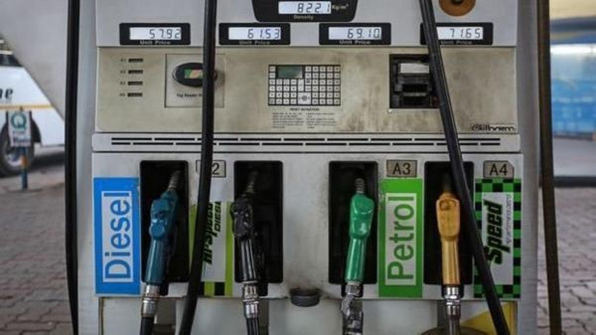 आसमान छू रहे हैं पेट्रोल- डीजल के भाव, कीमतें हुईं इतनी