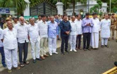 कर्नाटक: विधायकों ने की उपचुनाव टालने की मांग, कोर्ट ने कहा- 'पहले अर्जी  दीजिए.....'