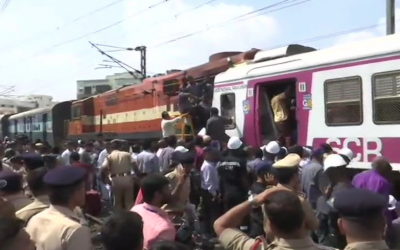 हैदराबाद में एक्सप्रेस ट्रेन में घुसी लोकल ट्रेन, 10 यात्री घायल, बचाव अभियान जारी