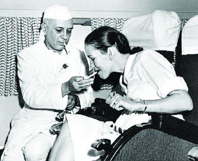 लंदन में धुलते थे कपड़े, विमान से आती थी सिगरेट, ऐसी थी चाचा नेहरू की रॉयल लाइफ....