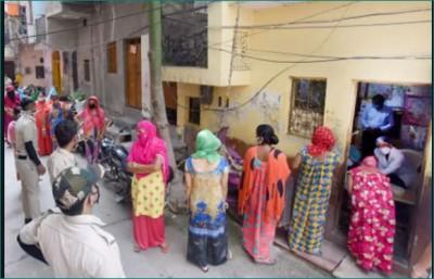 More than 42 thousand active corona cases in Delhi, door-to-door survey to start in containment zone