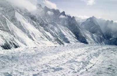 4 young martyrs due to avalanche, 2 porters also lost their lives