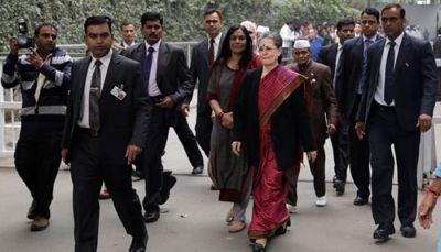 गांधी परिवार की सुरक्षा को लेकर संसद में उठे सवाल, आनंद शर्मा ने कहा- अपने विरोधियों से सुरक्षा कवर..