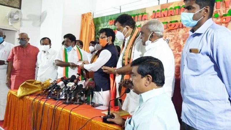 भाजपा में शामिल हुए DMK के दिग्गज नेता रामलिंगम, बोले- एमके अलागिरी को भी लाऊंगा