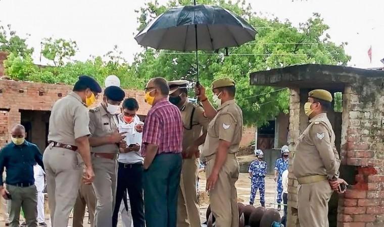 बिकरू हत्याकांड: यूपी के 37 पुलिसकर्मी दोषी, DGP से एक्शन की सिफारिश