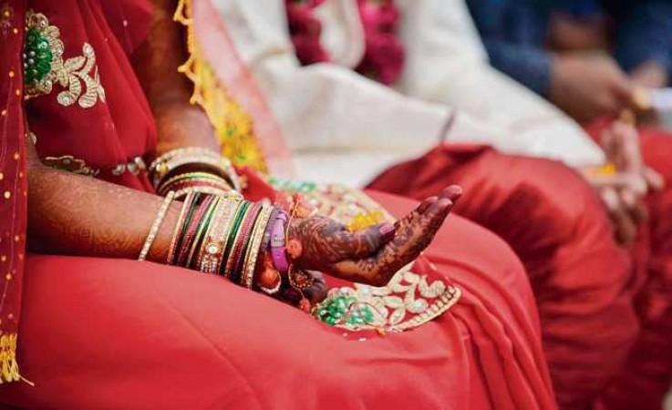 दूसरे धर्म में शादी करने पर सरकार दे रही 50 हज़ार रुपए ! लगा 'लव जिहाद' को बढ़ावा देने का आरोप