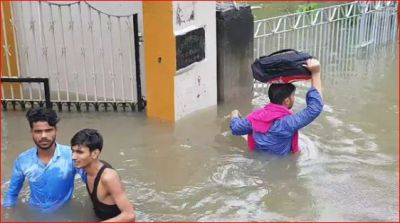 पटना में छाई बाढ़ की बेबसी, अबतक 42 की मौत