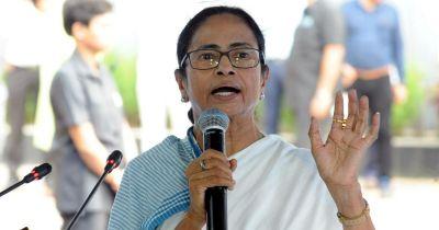बंगाल में बाढ़ः बाढ़ से बंगाल के कुछ जिलों में जनजीवन अस्त व्यस्त, ममता ने ठहराया इसे जिम्मेदार