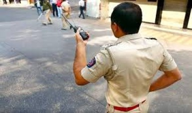 Bhopal police perform human duty, rush pregnant woman to hospital on road