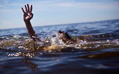 पश्चिम बंगाल: महानंदा नदी के बीच अचानक पलटी नाव, 100 लोग थे सवार