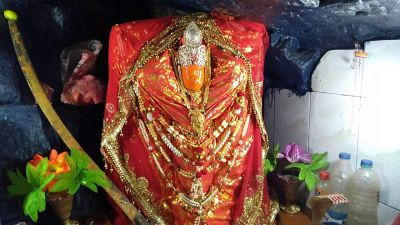 Unique temple of 'Maa Adishakti' in Betul, Goddess changes three times a day