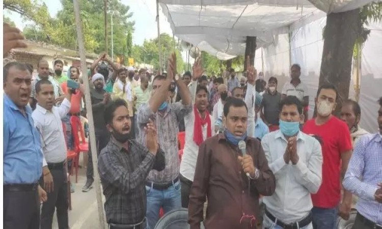 Electricity crisis deepens in UP, employees on strike, districts plunged into darkness | NewsTrack English 1