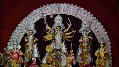 नवरात्र: पूरे देश में महाष्टमी की धूम, माँ आदिशक्ति के दर्शन के लिए मंदिरों में उमड़ी भीड़
