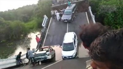 Bridge collapsed in Junagadh; cars hanging in the river like this