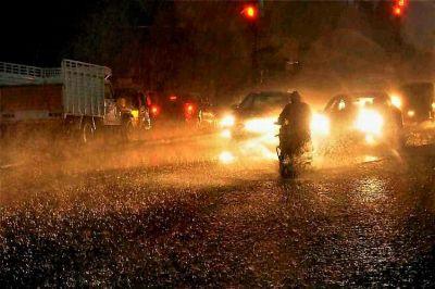 बारिश से बेहाल हैदराबाद, अस्पताल के आईसीयू में घुसा पानी