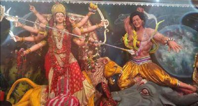 नवरात्री में दिखा अद्भुत नज़ारा, इमरान खान को बनाया गया राक्षस, माँ दुर्गा कर रहीं वध