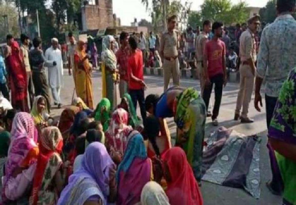 तेज रफ़्तार कार ने मजदुर को कुचला, ग्रामीणों ने हाईवे पर किया चक्का जाम