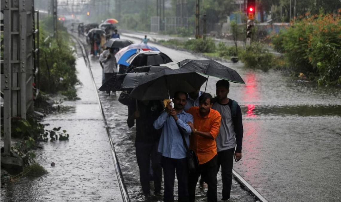 दिवाली से पहले फिर बिगड़ सकता है मौसम का मिजाज, इन प्रदेशों में हो सकती है मूसलाधार बारिश