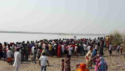 उत्तर प्रदेश: घाघरा नदी में पलटी नाव, 18 यात्री थे सवार