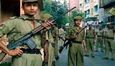 12 people, including jawans, injured in mob attack on police