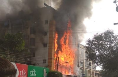 Madhya Pradesh: Massive fire breaks out at Golden Gate Hotel in  Indore, several feared trapped
