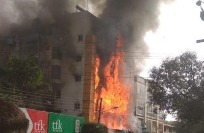 मध्यप्रदेश: इंदौर के गोल्डन गेट होटल में भीषण आग, 200 लोगों की जान पर बनी