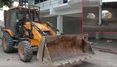 Prayagraj administration bulldozer at farm house of another close friend of Atik Ahmed