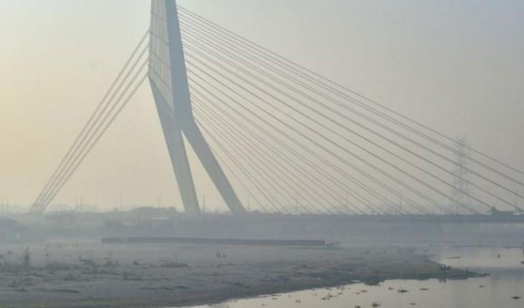 दिल्ली में सांस लेना भी दूभर, खतरनाक स्तर की तरफ बढ़ रहा प्रदूषण