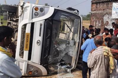High-speed bus overturns in Aurangabad, 8 soldiers injured
