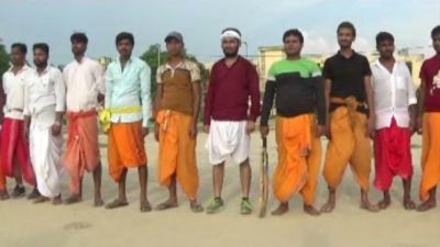 Unique cricket match played in Bihar, players seen in dhoti-kurta, commentary in Sanskrit