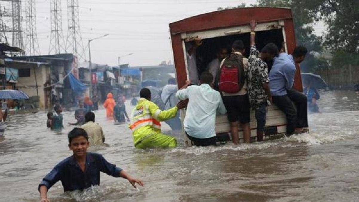 Heavy rains halt Mumbai's speed, train and air traffic disrupted, Ganeshotsav also faded!