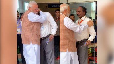 Chandrayaan-2: PM Modi hugs and console ISRO chief K. Sivan