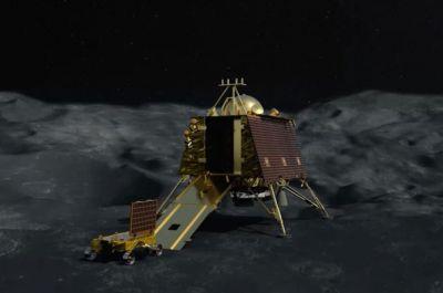 चंद्रयान-2: वापस अपने पैरों पर खड़ा हो सकता है विक्रम लैंडर, जी जान से कोशिश में जुटा ISRO