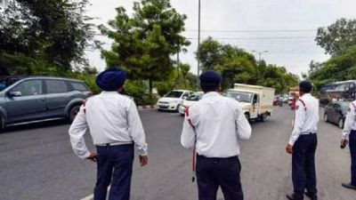 Motor Vehicle Act: Chandigarh Police making people aware of traffic rules by singing songs
