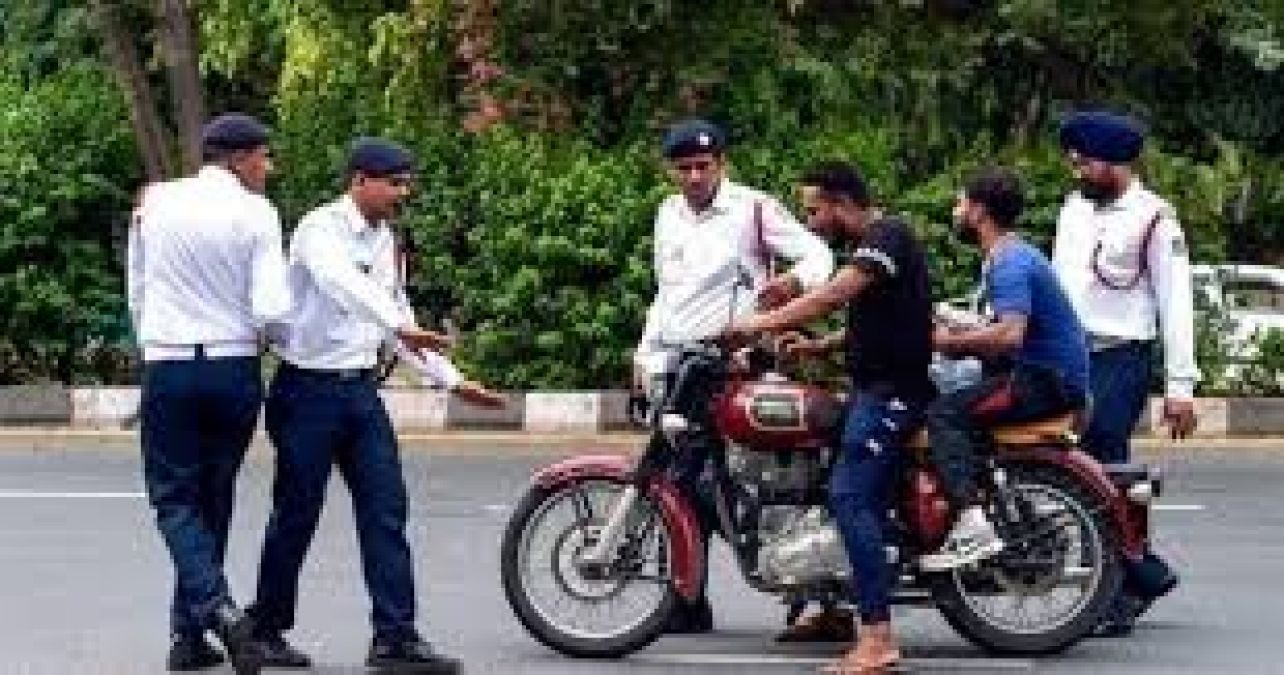 Government of this state warns police for New motor vehicle act