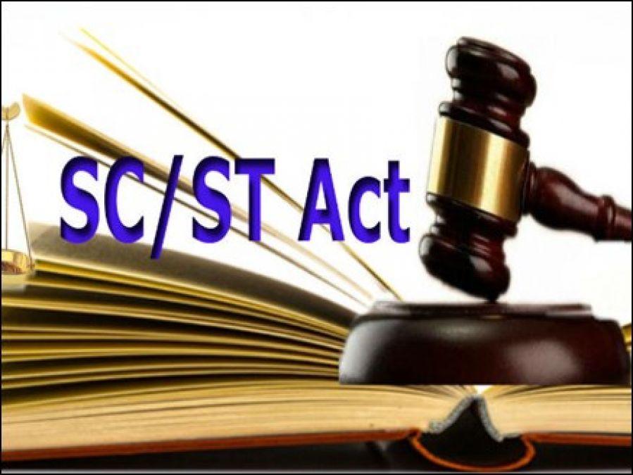 तीन जजों की बेंच करेगी एससी/एसटी कानून पर दायर याचिका की सुनवाई