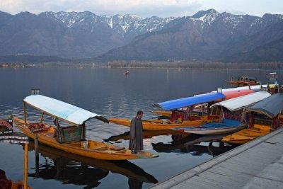 Government removes restrictions in Jammu and Kashmir, mobile phone service restored