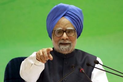 Former PM Manmohan Singh warns the Modi government about the country's economic condition