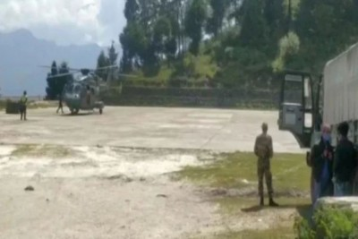 Ration is being transported via helicopter on China border