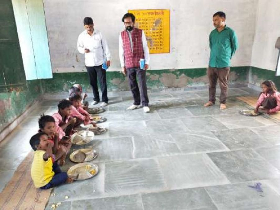 PCI's team reached at school to investigate salt bread case in Mid Day Meal; questioned children and cooks